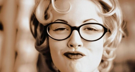 drew_barrymore_wearing_glasses_1280x800-750x400
